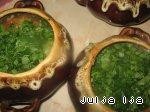 Ароматная гречка с сердечками и грибами в горшочках Зелень