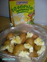 фото Селедка и картошка, запеченные в кульке в микроволновке