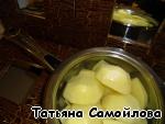 Картофельные зразы с грибами, соленым огурчиком и морковкой ингредиенты