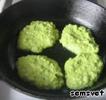 Оладьи из зеленого горошка Сметана