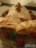Творожный штрудель с малиной и яблоками Масло сливочное
