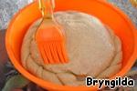Хлеб для пикника. Калачи с кунжутом, сырные палочки и каравай из ржаной муки на соевом соусе и сыворотке Сыр твёрдый натертый