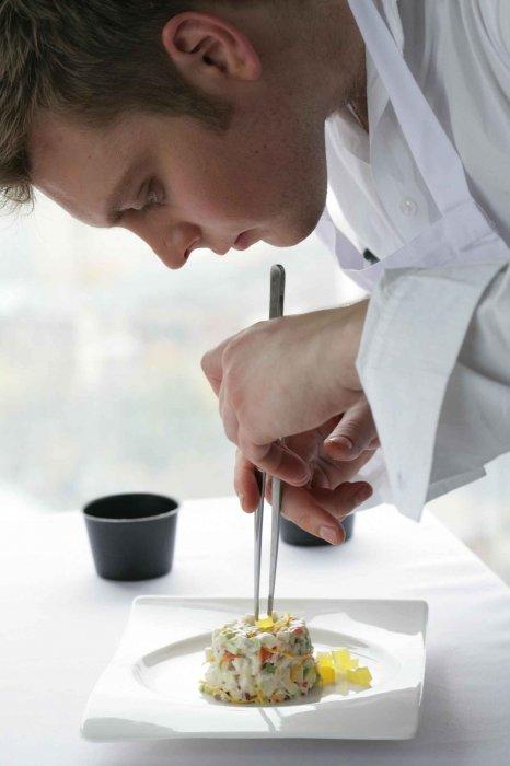 ...требующих особо сложной кулинарной обработки: поросенок заливной или фаршированный; паштет из печени...
