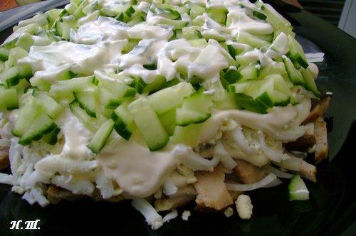 Салат грибы ветчина майонез огурец
