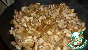 When the onion becomes Golden color, add mushrooms. Fry, salt, and pepper.