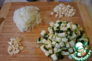 Zucchini wash and cut into small cubes. Onion chop, garlic cut into slices. Celery cut into cubes.