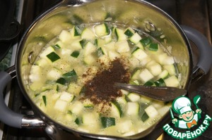 Pour in a pot of hot broth, season with salt and pepper, bring to boil, cook for 5 minutes.