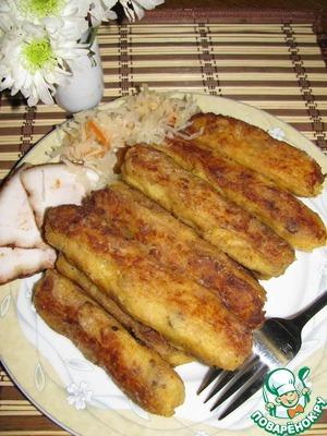 4. Из теплого теста сформовать колбаски толщиной в большой мужской палец и обвалять в крахмале. Обжарить на растопленном сливочном масле со всех сторон.    Подавать можно как теплыми, так и холодными.