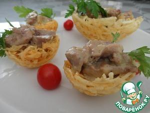 Potato tartlets with pork in white sauce