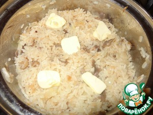 Fill with boiling water from the kettle, above the rice for 1-1,5 fingers, add salt, turn on minimal heat and cook until tender. When the rice is ready, add butter to taste.