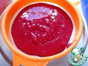 RUB through a sieve to avoid seeds. We will need 160 g raspberry puree.
