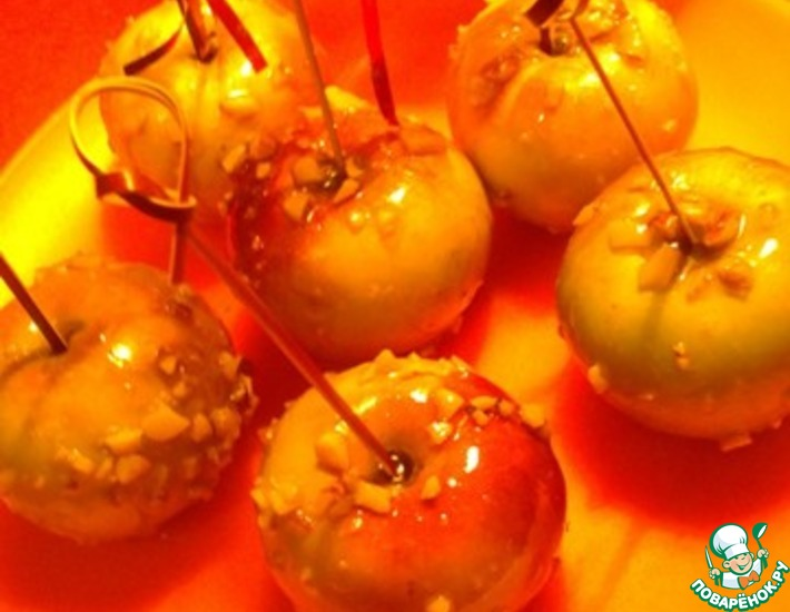 Рецепт: Глазированные яблоки с орешками