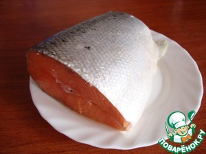 Take the salmon. Separated from bones and skin. With the tail easier to handle and less fat. I have all gone for 20 minutes. You can certainly get ready the fillets.