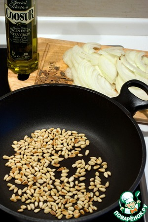 Abate pine nuts until Golden on a dry pan.