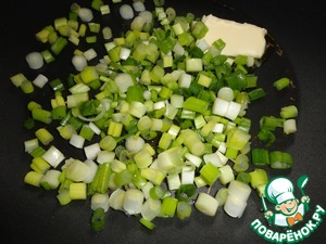 In a frying pan put vegetable oil and butter, add the onions. Fry for 2 minutes, until the onions are soft.
