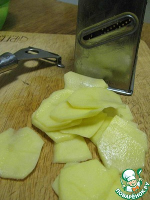 Peel the potatoes and cut into very thin slices. I have this great job grater, a peeler.