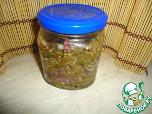 Put in a jar, zakryvat with a lid and put into the fridge for a day.