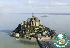 And I still somehow think that this recipe is closer to Normandy, as it is known for its dairy industry. And there are very fond of sour cream, lots of sour cream.))) Can I show you my favorite place in this region? Mount San Michel.