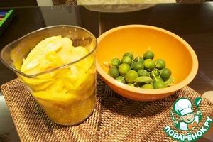 То же самое я сделала с манго, но в него у меня идет еще одна составляющая - цитрусовый каламанси - это что-то среднeе между лимоном, мандарином и апельсином, но вы можете использовать просто сок лимона.      И потом повторяем процесс протирания, взбивания + замораживание!