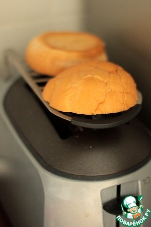 To warm up the bun for hamburgers in the oven, pan or toaster.