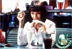 """И последний штрих нашего обеда - молочный коктейль за 5 долларов """"Мартин и Льюис"""". Изначально я планировала выложить его отдельным рецептом, но он так прост в приготовлении, что я решила не тратить Ваше время."""