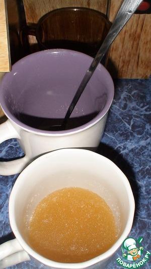 Залить желатин для набухания холодным кипятком. Для каждого применения в отдельной посуде. (это кол-во воды не указано в ингредиентах, ориентировочно по 75-100 мл. на каждые 20 гр)