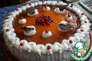 Готовим белковый крем. У меня по рецепту http://www.povarenok .ru/recipes/show/156  34/, только на 3 белка. Но он все-равно не дает четких форм, может у Вас есть свой рецепт. Украшаем торт кремом, ягодами красной смородины и у меня приготовленный декор - шоколадные листочки.