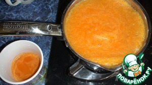Juice from 1 kg was not enough, laid out a cake, poured 1 liter of water and proverila, in the end he poured the extracted juice and let boil with the sugar. Was filtering for a long time, too, because through the fabric. Maybe You have another idea for the orange color, the pumpkin poskolku brightness did not give, had to drop the dye. The taste turned out great (who likes pumpkin) Orange to use for painting is not wanted, because the juice has a kind of bitterness. The preparation of jelly similar to the red.