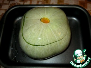 Cover the pumpkin cut off the top. Coat with vegetable oil, place on a baking sheet. Send bake in the oven for 40 minutes.