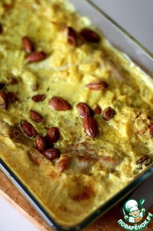 Подавать индейку можно как в блюде, так и выкладывая каждому на тарелку. Прекрасный гарнир - вареный рис, политый соусом карри.