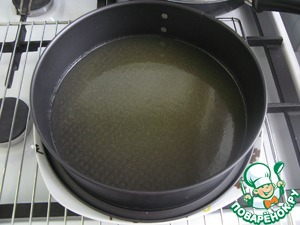 5. Mix honey and melted butter (50 g), and evenly pour to the bottom of the form. I have a form with a diameter of 23 cm.