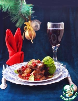 Полить соусом ребрышки, посыпать сверху по желанию рубленым базиликом или тимьяном и зернышками граната и подавать.
