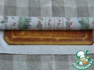 Готовый корж выкладываем на полотенце, снимаем пергамент и осторожно заворачиваем рулет вместе с полотенцем и даем остыть.