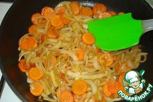 На этой же сковороде обжариваем овощи 10-15 мин.