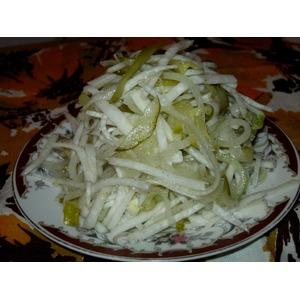 Салат из редьки с маринованным огурцом