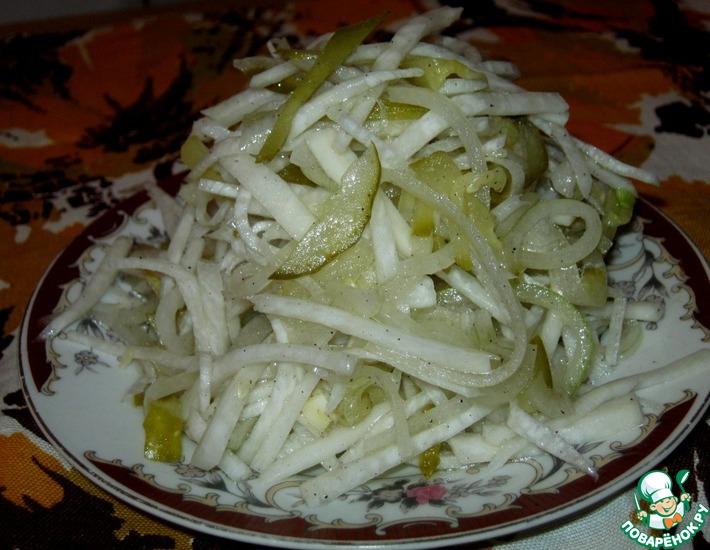 Рецепт: Салат из редьки с маринованным огурцом