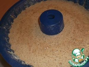 The form for the grandmother (22 cm in diameter; 2.5 l capacity) lubricating oil and sprinkle with breadcrumbs.  Pour our dough and put in preheated to 175°oven for 60 - 90 minutes.  Readiness check wooden stick.
