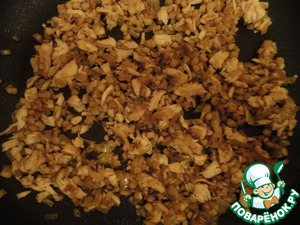 In the meantime, cook the breast. Take out and cut as small as possible. Add it to fried onion with legs.