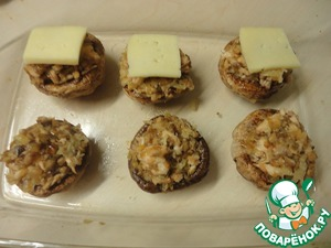 Cut a small 2.5*2.5 cm, thin squares of cheese and spread on top.