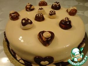 Украшаем торт. Можно шоколадом, можно мастикой. Я в этот раз украсила его мастикой.