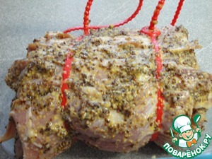 Приготовте маринад. Для этого горчицу, cоль, перец и немного раст. масла смешать. Обмазать мясо и оставить хотя бы на часик.