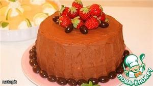 Поместить третий корж, слегка придавить, пропитать, смазать конфитюром, нанести 1/3 от оставшегося масляного крема.      Накрыть четвёртым коржом, слегка придавить, пропитать и нанести оставшийся крем на верх и бока.   Украсить торт клубникой и миндалём в шоколаде.