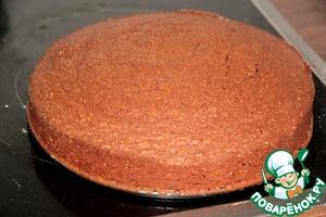 Достаем наш торт, снимаем форму и оставляем охлаждаться минут на 30-40.