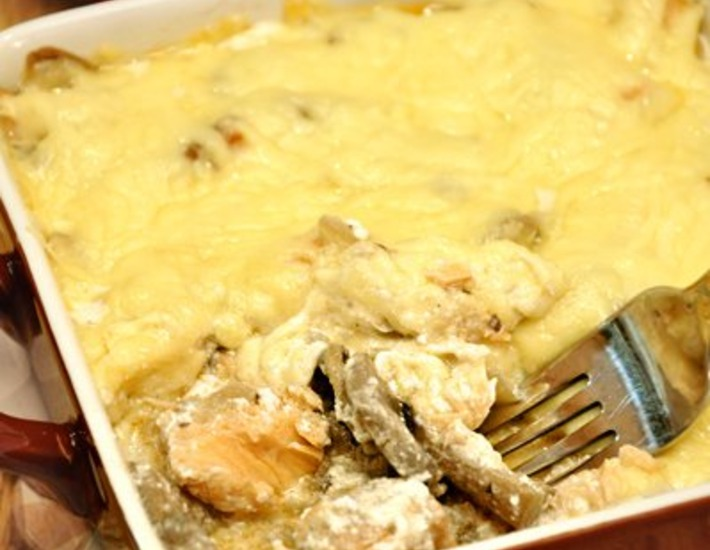 Рецепт: Жульен с семгой и грибами