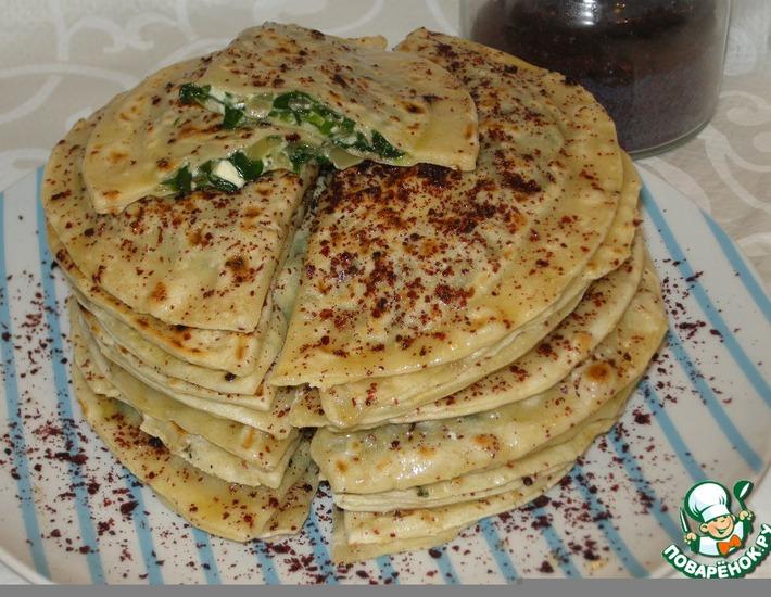 Рецепт: Кутабы с зеленью и брынзой Фетаки