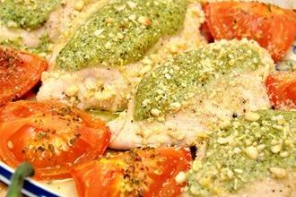 Рецепт: Куриные грудки, фаршированные домашним соусом Песто