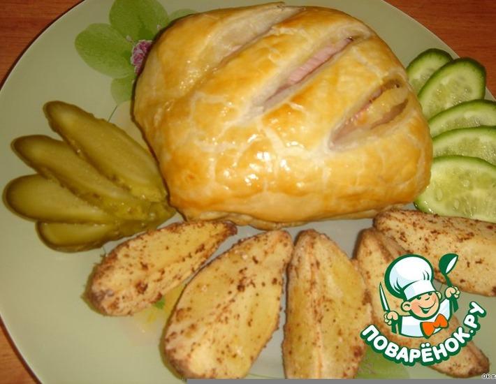 Рецепт: Куриные грудки с ветчиной в слоеном тесте