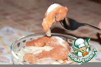 Рецепт: Малосольный лосось с луком за 40 минут