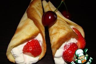 Рецепт: Пирожное Рожки со взбитыми сливками и ягодами