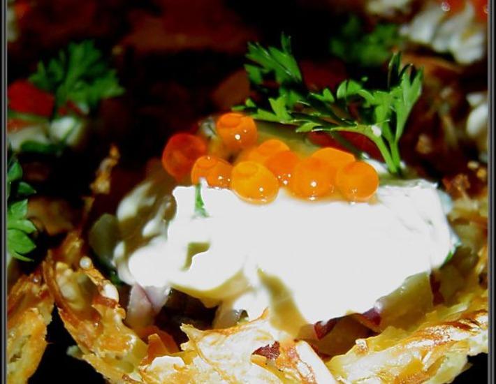 Рецепт: Картофельные корзиночки с рыбно-икорной начинкой